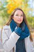 Gorgeous young woman in autumn fashion — Stock Photo
