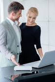 Young Caucasian Couple Looking Displayed Laptop — Stock Photo