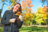 Blond Woman in Gray Coat Holding Dry Leaves — Stockfoto