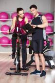 Woman working out with a fitness instructor — Stock Photo