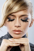 Young blond woman wearing false eyelashes — Stockfoto