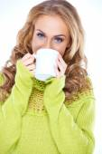 Blue eyed woman enjoying a mug of coffee — Stock Photo
