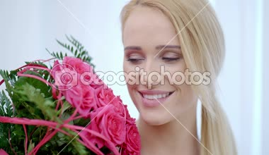 Happy Pretty Woman with a Bouquet of Pink Roses — Stock Video