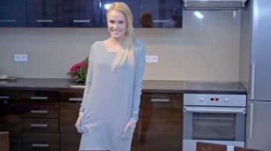 Smiling Blond Woman Posing at the Kitchen — Stock Video
