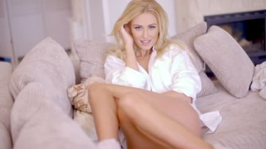 Flirty Woman Leaning on the Living Room Sofa — Stock Video