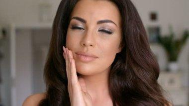 Thoughtful Pretty Woman — Stock Video