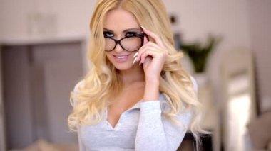 Attractive elegant businesswoman — Stock Video