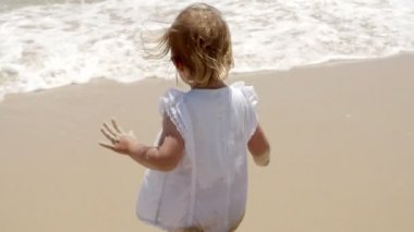 Little girl paddling in shallow surf — Stock Video