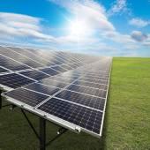 太陽エネルギーを使用して発電所 — ストック写真