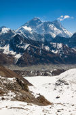 The highest mountain in the world - Everest. View from Renjo Pas — Stock Photo