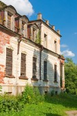 Destroyed the old historic mansion — Stock Photo