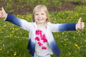Portrait of a smiling little girl outdoor — Stock Photo