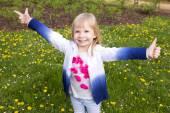 Portrait of a smiling little girl outdoor — Stok fotoğraf