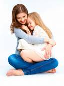 Young mother hugging daughter — Stockfoto