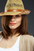 Young woman portrait with hat. — Stock fotografie