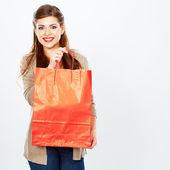 Frau halten einkaufstasche. — Stockfoto