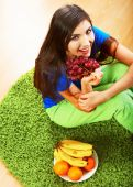 Woman hold healthy food. — Stock Photo