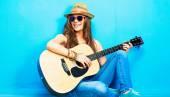 Teenage girl guitar player — Stock Photo