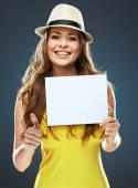 Woman holding blank card — Stock Photo