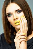 Woman with yellow nails and lips — Foto de Stock
