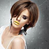 Woman with bob haircut and yellow lips — Stock Photo