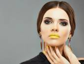 Fashion woman with yellow lips — Foto de Stock