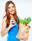 Woman holds bag with vegetables — 图库照片