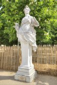 In the Tuileries Gardens. Ancient sculpture of Ceres — Stock Photo