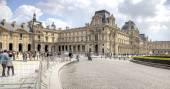Paris. Louvre art gallery  — Stock Photo