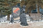 Nizjni Novgorod. Sculptuur van Lady in de spiegel — Stockfoto