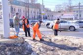 Nizhniy Novgorod. Clearance snow — Stock Photo