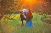 女性と灰色の馬 — ストック写真