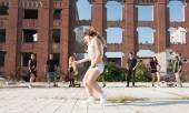 Energisk ung hip hop street dansare — Stockfoto