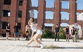 Ung flicka hiphop eller street dansare — Stockfoto