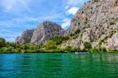 Barco en el río — Foto de Stock