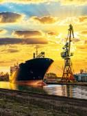 Ship and Crane — Stock Photo