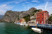 Omis a small tourist town in Dalmatia — Stock Photo