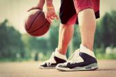 Man on basketball court — Stock Photo