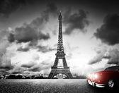 Effel Tower and retro car. — Foto Stock