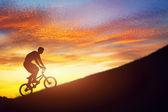 Homme monté sur un vélo bmx — Photo