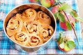Yeast apple cake — Stock Photo