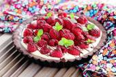 Tart with raspberries and chocolate — Stock Photo