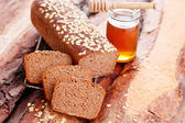 Bread with honey and oats — Stock fotografie