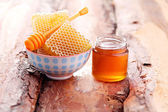 Bowl of honey with honey comb — Stock Photo