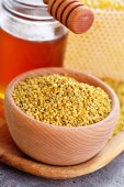 Bowl full of bee pollen with honey comb — Stok fotoğraf