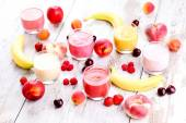 Homemade fruity smoothies — Stock Photo