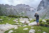Tourist with field-glass — Zdjęcie stockowe