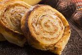 Elma ve tarçın ile puf böreği tatlılar — Stok fotoğraf