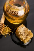 Fresh honey with honeycomb — Stock Photo