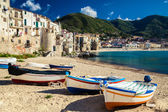 Wooden fishing boats on the old beach of Cefalu — Stock Photo